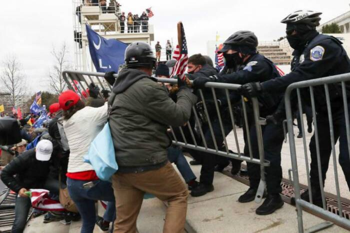 image6-1 TRUMP SUPPORTERS WHO STORMED CAPITOL AND ATTACKED COPS WERE IN THOUSANDS