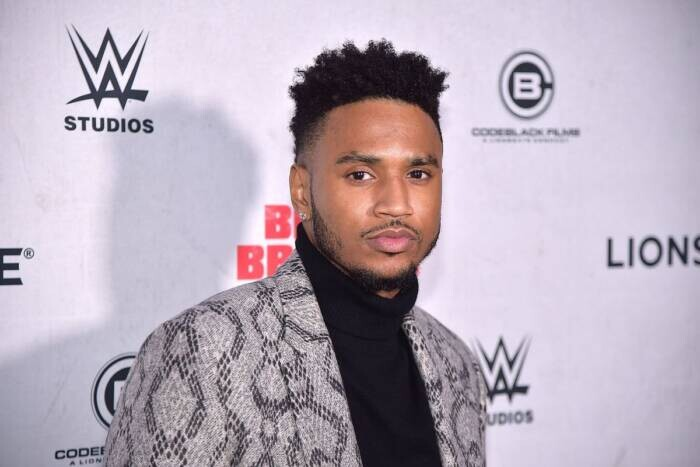 image7 TREY SONGZ REMOVED HIS MASK JUST ONCE AT KC CHIEFS GAME FOR FOOD