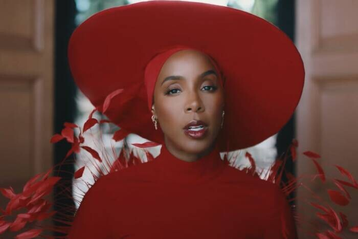 """image16-1 Kelly Rowland releases new """"Flowers"""" video"""